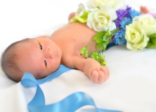 赤ちゃんの幸福を願って身につけるマタニティ・サッシュベルト